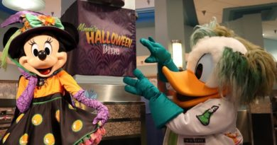 Minnie's Halloween Dine Character Dining Experience | Riding SlinkyDog & Smugglers Run With No Wait!